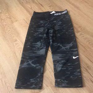 Nike Pro cropped leggings size small women's